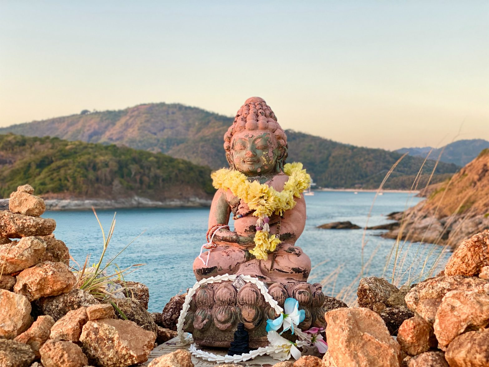 beach-and-buddha-statue-ana-kai-unsplash